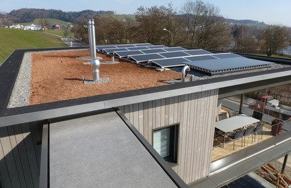 PV-Anlage Flachdach Ost-West | © Sigmatic AG Sursee